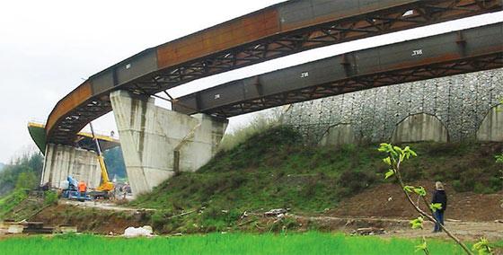 Viadotto Acquarotondo per la variante esterna all'abitato di San Donnino (LU)
