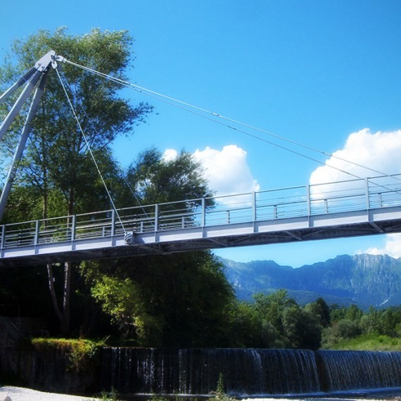 Footbridge over Torre River
