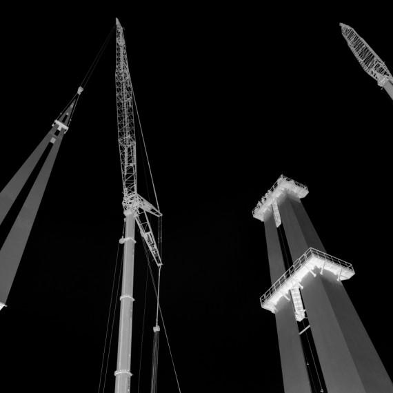Stele metallica, altezza 100 m nel Torino Outlet Village - Torino