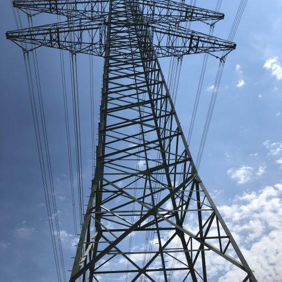 Tralicci metallici zincati a caldo e verniciati per linee elettriche 380kV.